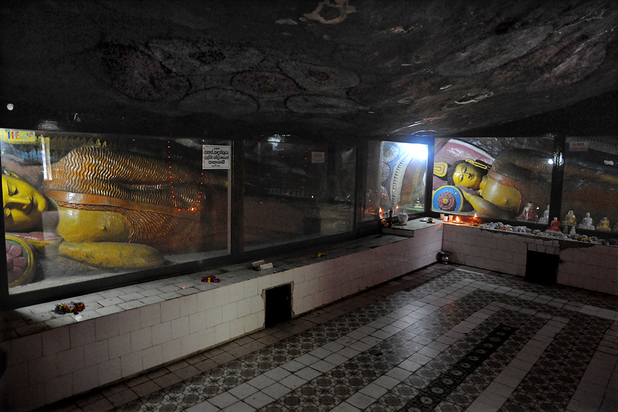 Reclining Buddhas in the Dowa cave templePicture