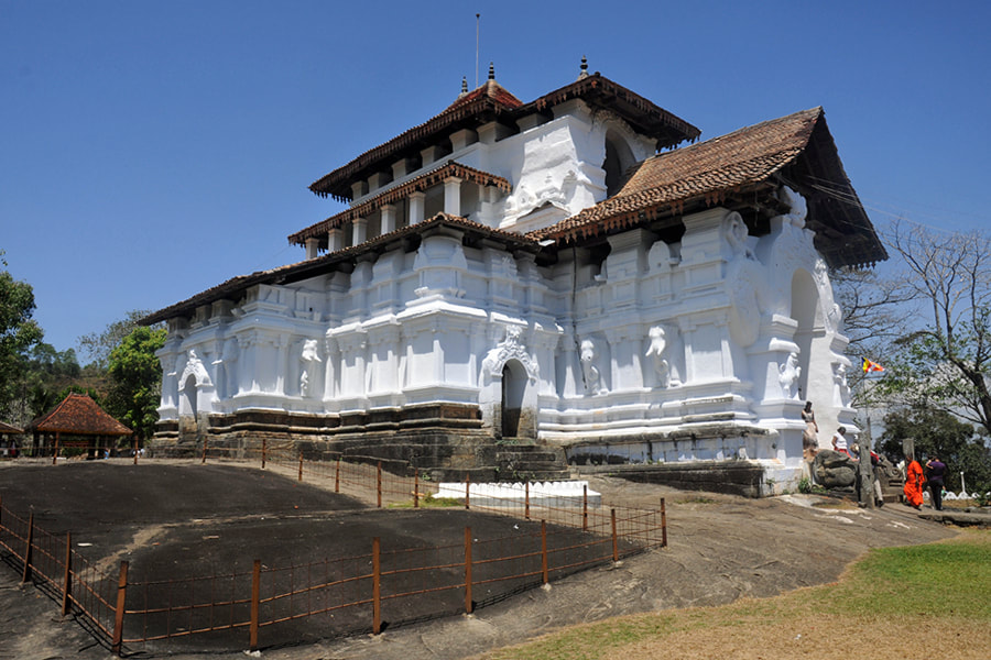 Lankatilaka temple west of Kandy