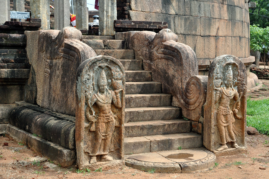 Nagaraja stelae flanking the western gate of the Vatadage in Thiriyai