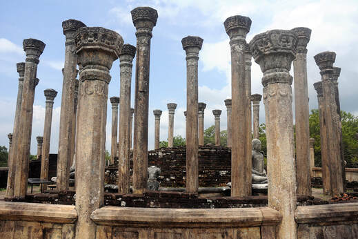 columns of the Medirigirya Vatadage