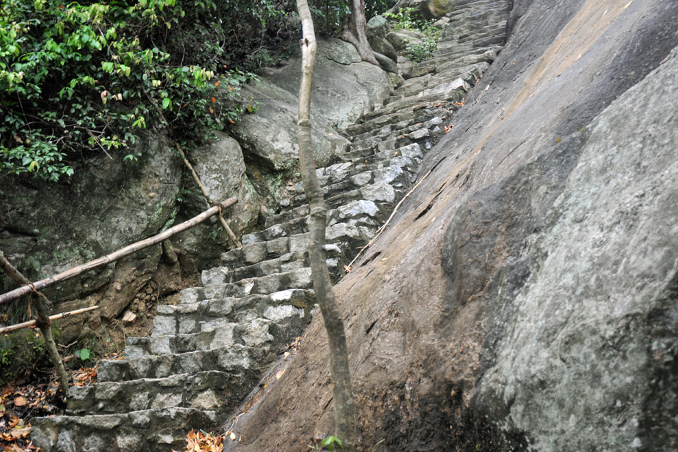 Yapahuwa path with  steps to the top of the rock