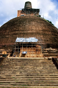 Jetavanarama Dagoba in Anuradhapura, the world's largest ancient building made of baked brick