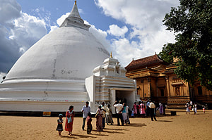 stupa of the Kelaniya temple near Colombo